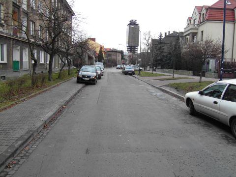 Brak miejsca do parkowania dla mieszkańców na os. Oficerskim to mit.