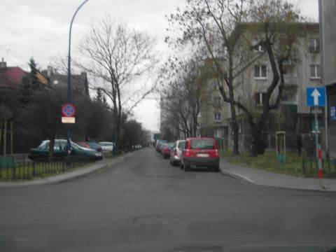 Zero samochodów parkujących na ul. Zaleskiego ale kontrapasa brak