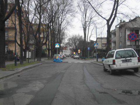 ul. Kielecka, Kraków. Miejsca parkingowe są wbrew mitowi powtarzanemu przez radnych dzielnicy